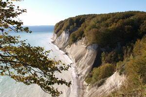 Externer Link: [Klicken für Bildvergrößerung]Rügens Kreideküste (Foto Dirk Varges)